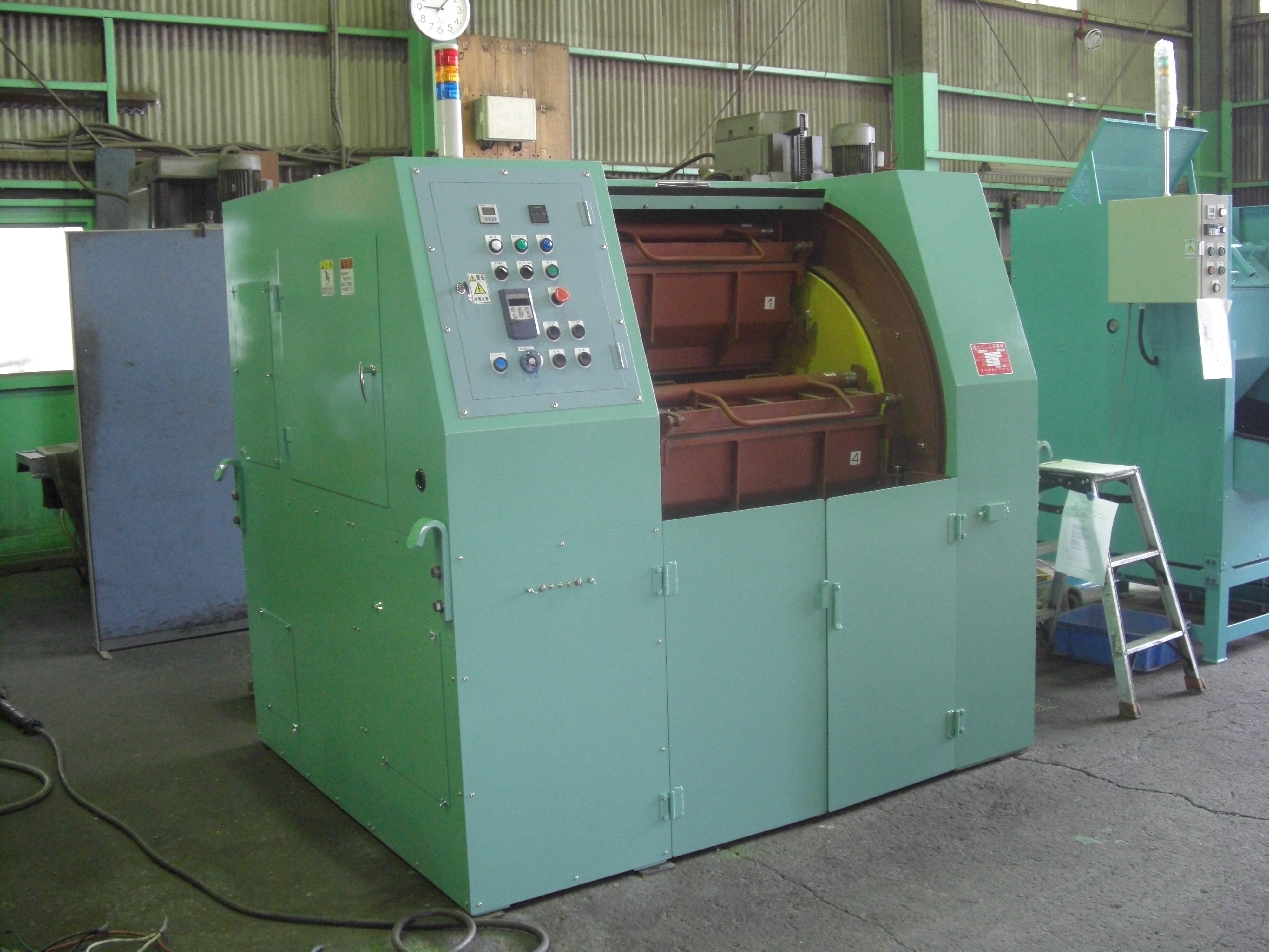 遠心バレル研磨機 TAB-404S 40L×4槽 多室仕切り 脱着式